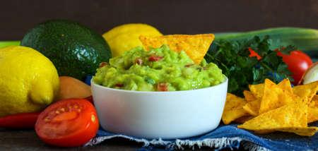 guacamole: Guacamole in bowl