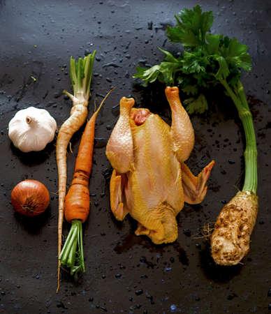 sopa de pollo: Ingredientes de la sopa de pollo Foto de archivo