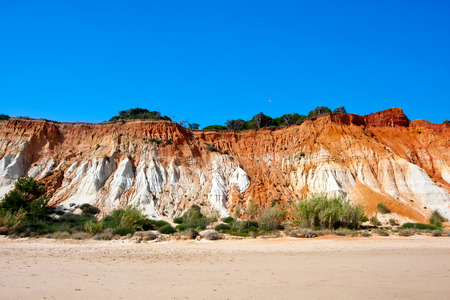 praia: Cliffs at Praia de Falesia Algarve, Portugal.