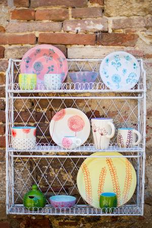 Craft ceramics display in Italy. Zdjęcie Seryjne