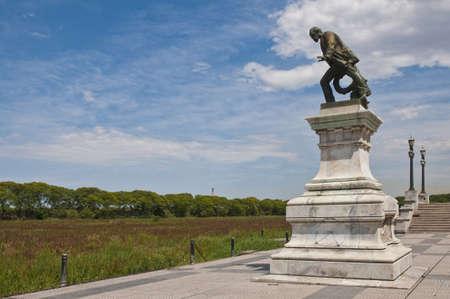 Monumento de Luis Viale.  Foto de archivo