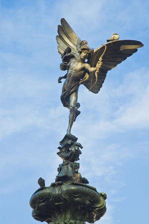 circuses: Main fountains statue at Picadilly Circus