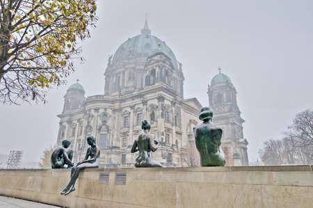dom: Berliner Dom (Cath�drale de Berlin) est un temple de l'Eglise �vang�lique de Berlin, Allemagne
