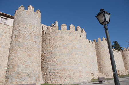 védekező: Várfalakkal torony körül Avila, Spanyolország Stock fotó