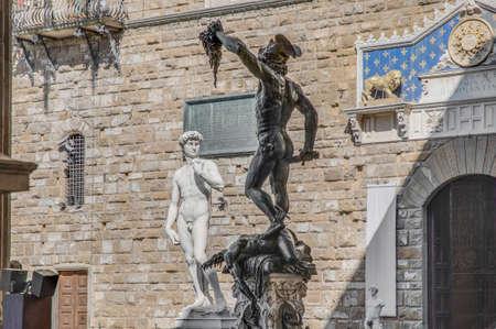 https://us.123rf.com/450wm/anibaltrejo/anibaltrejo1303/anibaltrejo130300175/18257013-benvenuto-cellini-1545-escultura-de-bronce-de-perseo-con-la-cabeza-de-medusa-en-la-piazza-della-sign.jpg?ver=6