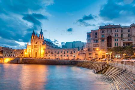 carmel: Iglesia neo-g?tica de Nuestra Se?ora del Monte Carmelo (Balluta iglesia parroquial), situado en la bah?a Balluta, Malta