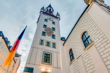 14th: Siglo 14 Antiguo ayuntamiento (Altes Rathaus) edificio en la plaza Marienplatz en Munich, Alemania Foto de archivo