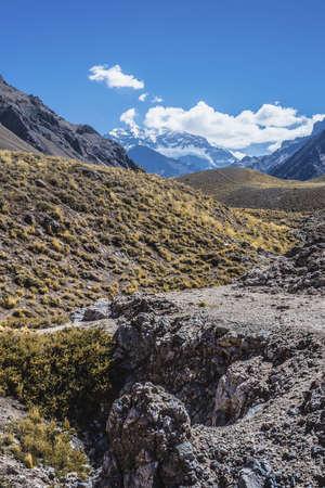 horcones: Aconcagua, la montagna pi� alta delle Americhe a 6.960.8 m., Situato nella Cordigliera delle Ande a Mendoza, Argentina. Archivio Fotografico