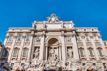 caput: Trevi Fountain, the largest Baroque fountain in the city and one of the most famous fountains in the world located in Rome, Italy.