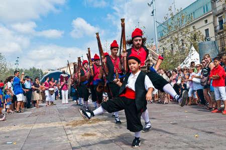 festividad: VILAFRANCA DEL PENEDES, SPAIN - AUG 29: Ball den Serrallonga dancers on Cercavila performance within the Festa Major celebrations Aug 29, 2011 in Vilafranca del Penedes, Spain.
