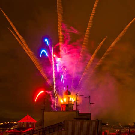 festividad: EL VENDRELL, ES - JUL 29: Fireruns at the Festa Major celebrations Jul 29, 2011 in El Vendrell, ES.