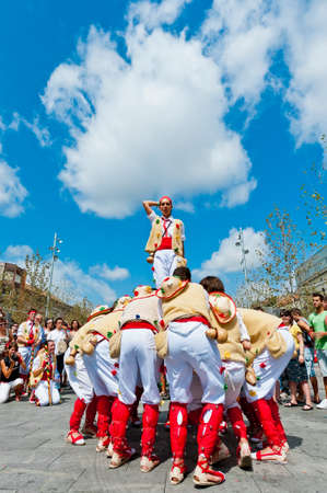 festividad: VILAFRANCA DEL PENEDES, SPAIN - AUG 29: Pastorets dancers on Cercavila performance within the Festa Major celebrations Aug 29, 2011 in Vilafranca del Penedes, Spain. Editorial