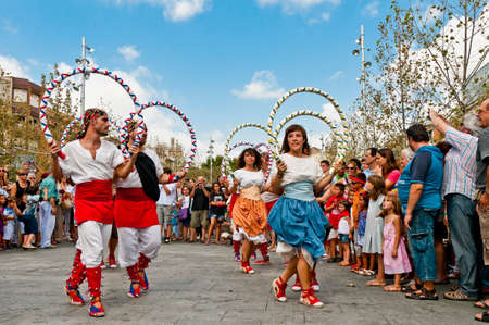 festividad: VILAFRANCA DEL PENEDES, SPAIN - AUG 29: Cercolets dancers on Cercavila performance within the Festa Major celebrations Aug 29, 2011 in Vilafranca del Penedes, Spain.