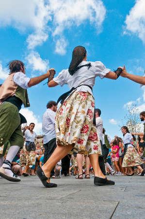 festividad: VILAFRANCA DEL PENEDES, SPAIN - AUG 29: Ball de Pla dancers on Cercavila performance within the Festa Major celebrations Aug 29, 2011 in Vilafranca del Penedes, Spain.