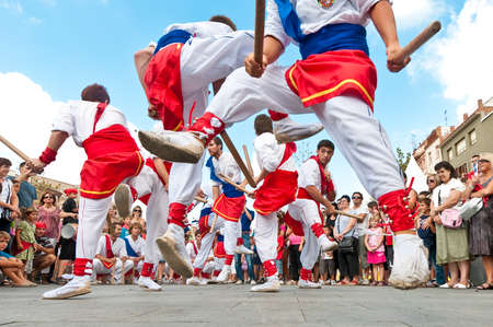 festividad: VILAFRANCA DEL PENEDES, SPAIN - AUG 29: Bastoners dancers on Cercavila performance within the Festa Major celebrations Aug 29, 2011 in Vilafranca del Penedes, Spain.