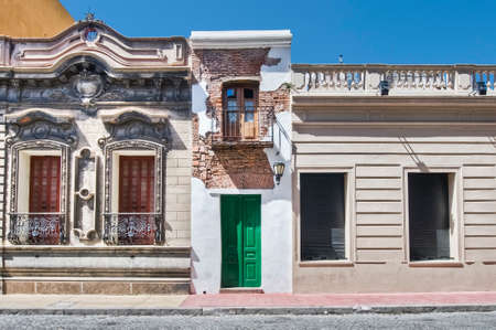 Casa Minima facade, the tightest house of the city located at San Lorenzon street in San Telmo, Buenos Aires Editorial