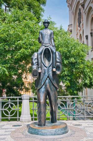 franz: Franz Kafka statue located near the Spanish Synagogue Stock Photo