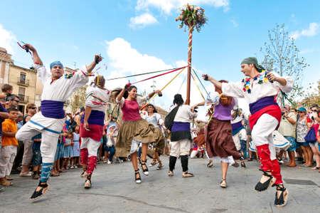 festividad: VILAFRANCA DEL PENEDES, SPAIN - AUG 29: Ball de Gitanes dancers on Cercavila performance within the Festa Major celebrations Aug 29, 2011 in Vilafranca del Penedes, Spain.