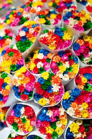 sold small: Piccoli fiori mazzi di fiori venduti a Las Ramblas, a Barcellona, Spagna.
