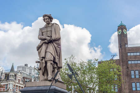 rembrandt: Rembrandt statue on Rembrandtplein (Rembrandt Square) both named after the famous painter Rembrandt van Rijn who owned a house nearby from 1639 to 1656 in Amsterdam, Netherlands