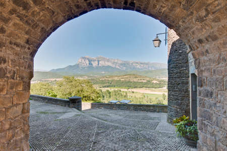 espanya: Streets of Ainsa located at Huesca in Aragon Province, Spain