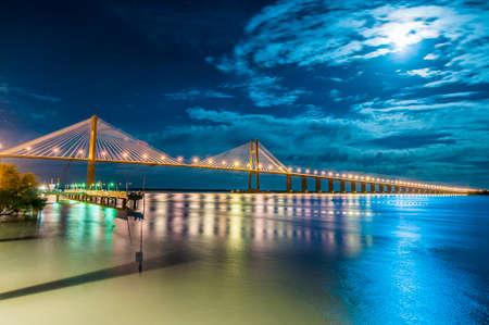 ローザ ビクトリアや聖母のローザ サンタフェ州とエントレ ・ リオス州間のブリッジ。 写真素材 - 37037090