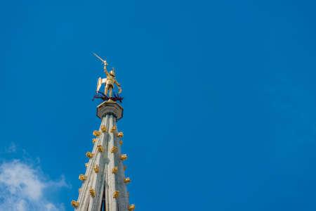 edad media: Ayuntamiento (Hotel de Ville o Stadhuis) de Bruselas, un edificio g�tico de la Edad Media se encuentra en la famosa Grand Place de Bruselas, B�lgica. Foto de archivo
