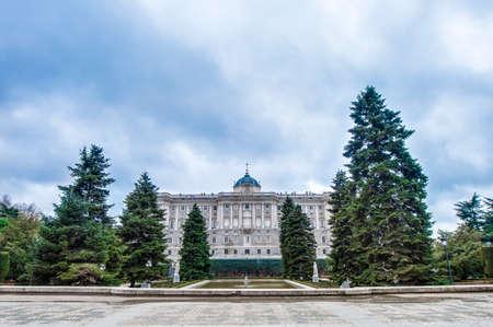 part of me: El Jardines de Sabatini (Jardines de Sabatini), se abri� al p�blico por el Rey Juan Carlos I en 1978 en honor al arquitecto italiano Francesco Sabatini, son parte del Palacio Real de Madrid, Espa�a.