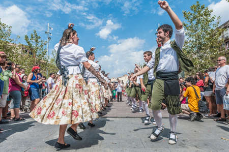 festividad: VILAFRANCA DEL PENEDES, SPAIN - AUG 29: Ball Pla dance on Cercavila performance within the Festa Major celebrations Aug 29, 2012 in Vilafranca del Penedes, Spain. Editorial