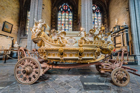 wallonie: MONS, BELGIUM - JUNE 13, 2014: Waltrude's Shrine Procession within The Ducasse de Mons (Doudou) celebrations, recognized as one of the Masterpieces of the Oral and Intangible Heritage of Humanity. Editorial
