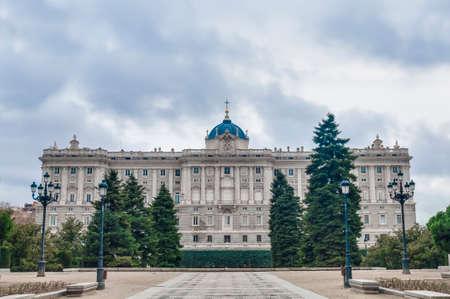 part of me: El Jardines de Sabatini (Jardines de Sabatini), se abrió al público por el Rey Juan Carlos I en 1978 en honor al arquitecto italiano Francesco Sabatini, son parte del Palacio Real de Madrid, España.