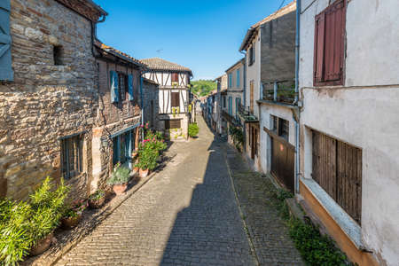 Cordes-sur-Ciel street view, a village near Albi in Tarn, Midi-Pyrenees, Southern France. Foto de archivo