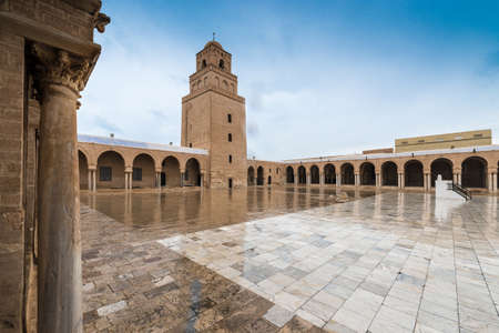 KAIROUAN, TN - MARCH 16, 2017: The Great Mosque, also known as the Mosque of Uqba, is one of the most important mosques in Tunisia, situated in the UNESCO World Heritage town of Kairouan. Imagens - 120595718