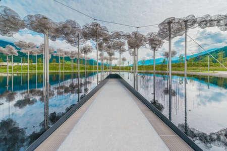 INNSBRUCK, AUSTRIA - JUNE 3, 2016: Swarovski Kristallweltem en Wattens, ubicado en los alrededores de Innsbruck, Austria.