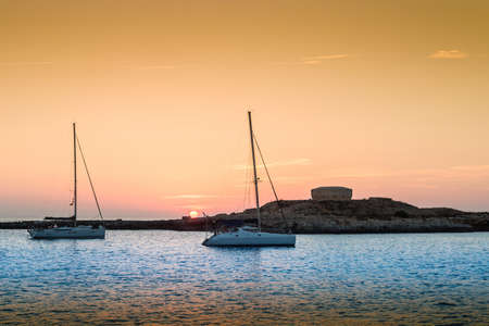 Sunset in Torre des Castellar (Santandria Tower) in Minorca island western shore, Balearic Islands, Spain. Imagens