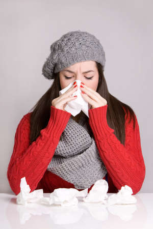 cold sore: Young girl wiping her nose with tissue