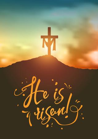 Scena di Pasqua cristiana, croce del Salvatore sulla drammatica scena dell'alba, con testo è risorto. Archivio Fotografico - 75204255