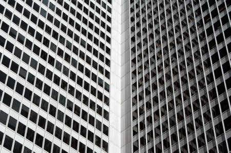 edificio corporativo: Dentro de una esquina de gran altura que las empresas de construcci�n.  Foto de archivo