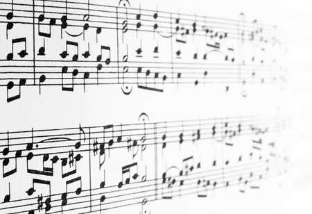 partition musique: Notes de musique disparaissent dans le lointain, abstrait arri�re-plan.