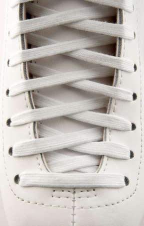 figure skate: Closeup de una cifra de patines, con cordones en detalle.