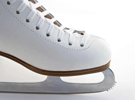 figure skate: Toe y la cuchilla de un blanco elegante patinar.