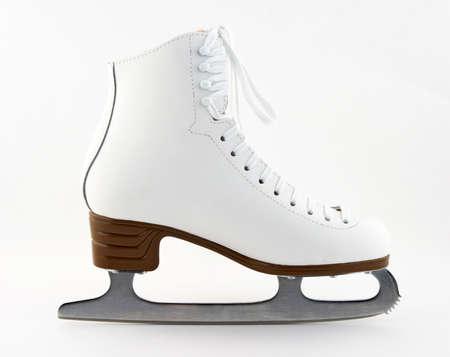 figure skate: Elegante blanca cifra de patines para la formaci�n y el ocio.  Foto de archivo