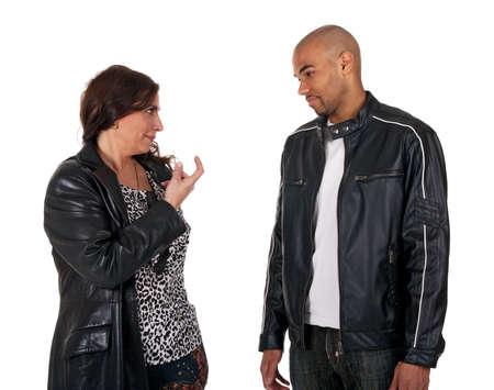 mulato: �Ven! Mujer madura tratando de atraer a un chico joven con un gesto de dedo. Foto de archivo