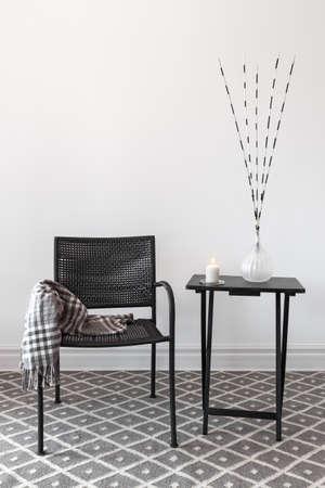 장식으로 장식 가정 장식 블랙 안락 의자와 작은 테이블