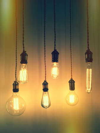 Sistema de iluminación bombillas de estilo retro. Diseño de moda. Foto de archivo - 52019100