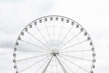 White observation wheel against cloudy sky. Standard-Bild