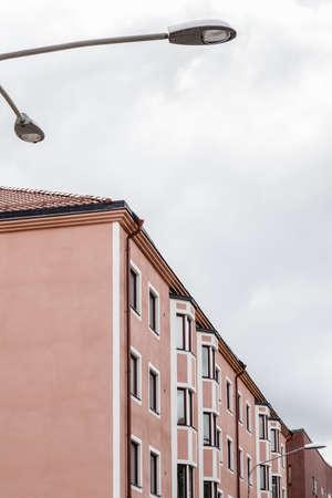 Modern pink building and streetlight. Stockholm, Sweden. Standard-Bild - 141655370
