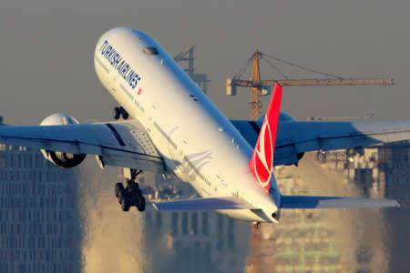 Istanbul, Turkey - March 19, 2014: Turkish Airlines Boeing 777-300 taking off at Ataturk international airport. Redakční