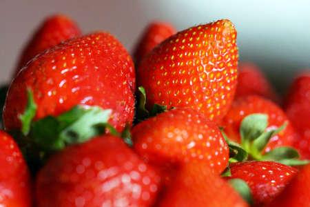 Reife Erdbeeren gestapelt Rutsche