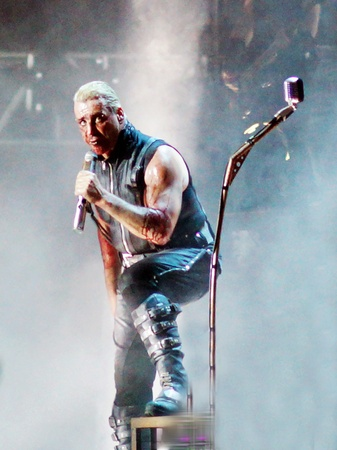 semantic: 8 June in Samara hosted the fifth festival Rock on the Volga,which has become the largest rock festival in Europe.This year the headliner is the German band Rammstein.Except it were made by the group:Mordor, Semantic Hallucinations,Bi-2,Chizh & C